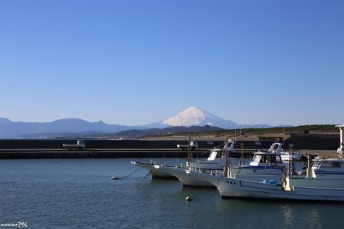 茅ヶ崎漁港と富士山<br /><br />今日は風が強いので、漁は中止かな?