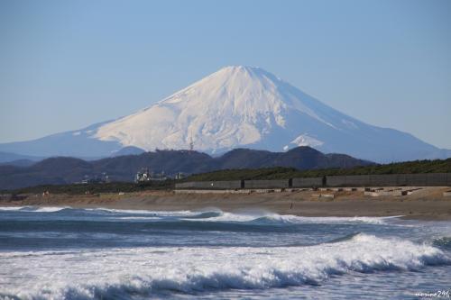 茅ヶ崎海岸西浜から眺める富士山<br /><br />茅ヶ崎漁港の西側に広がる海岸から。<br /><br />
