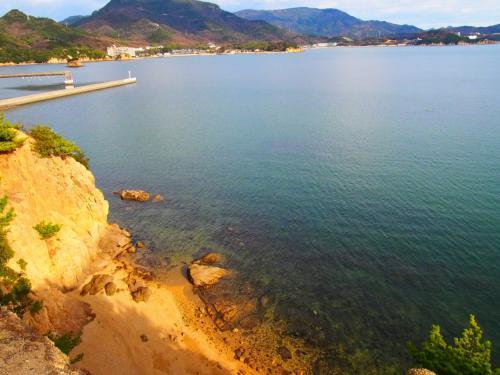 ここから見る海がとっても綺麗でした。<br />水が透き通っていてブルーが美しいです。<br />