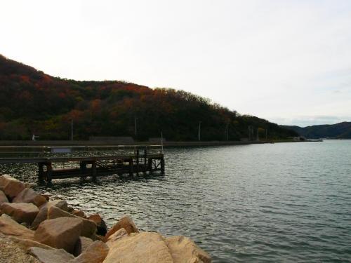 冬の間はお休みですが、この桟橋から渡し船が出ているんです。<br />二十四の瞳のおなご先生が足を怪我した時に乗っていた船みたいなので乗ってみたかったなぁ。