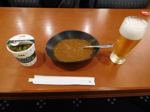 朝ビールからスタート<br />ココイチのキーマカレー、成田のサクララウンジのカレーの方がうまいと思うけどな。