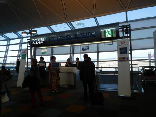 JL883便にて上海へ。