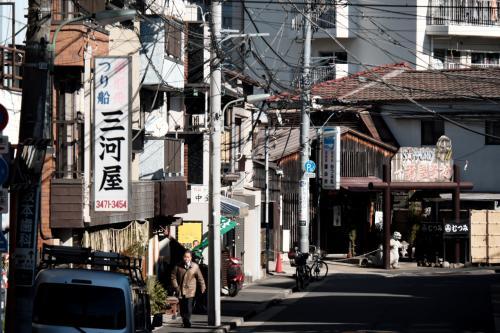 周辺はつり船、屋形船など、東京湾を生業にする店が多くあります。