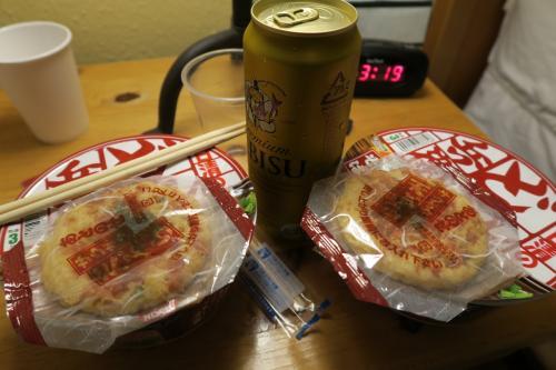 現地時間、昼の3時過ぎに年越しそばの昼食とエビス