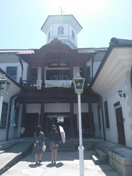 白雲館<br /><br />明治10年に八幡東学校として建てられたそうです。<br />現在は、観光案内所のほか、お土産の販売をしています。