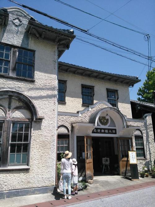 旧八幡郵便局<br /><br />ヴォーリズ建築の様式を今に残しています。