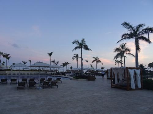 まだ夜が明けたばかり。<br /><br /><br />メキシコでも早起きは日課です。<br /><br /><br />