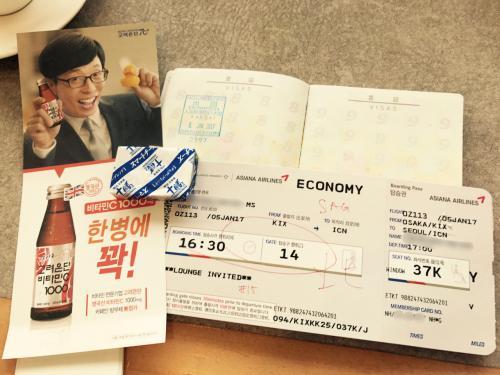 今回、座席指定が遅くなってしまって結構後ろの方です<br /><br />新しいパスポートの初スタンプ<br /><br />今年はどのくらい貯まるかしら・・・