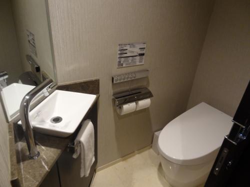 トイレが独立しているのはとってもいいです。<br /><br />便座が温かいのは この時期ほっとします。