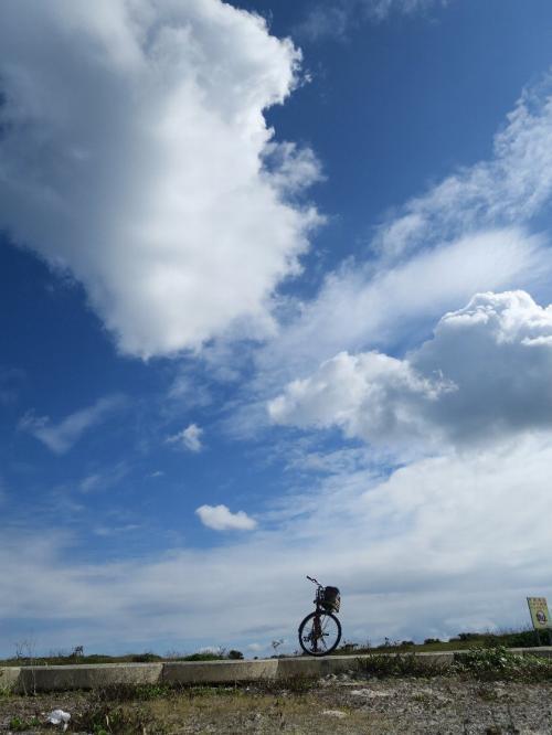 宮古島久松公園<br /><br /> 平良港や伊良部大橋がよく見える<br /><br /> ・まだ来ぬか一富士二鷹三なすび