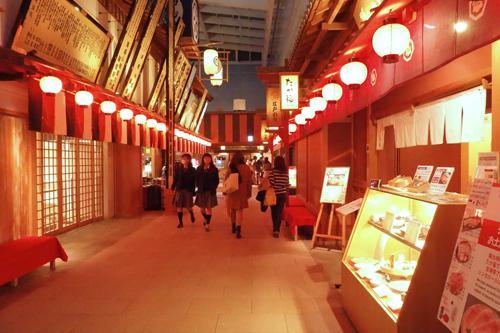 国際線4階フロアには「江戸小路」があり、レストランの主に店舗が並んでいます。