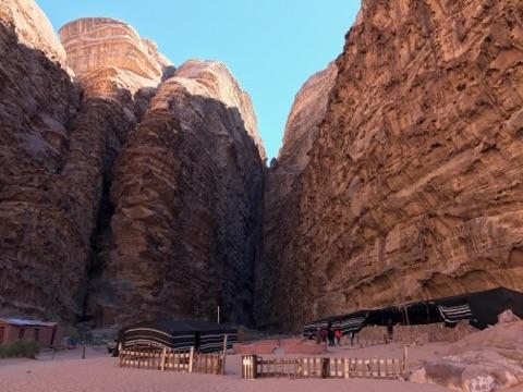 ハザリ渓谷とキャンプ村