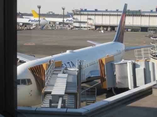 デルタ航空69便。<br />無くなってしまったノースウエスト航空の関空からの台北行きも<br />同じ便名だったような気がする。