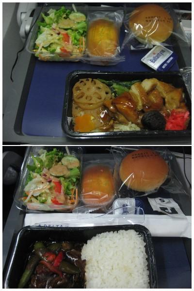 機内食。<br />上はチキン。下はビーフ。