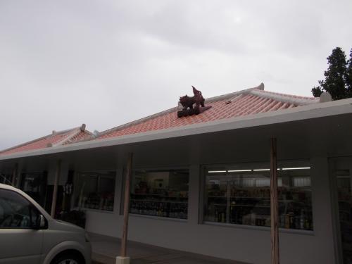 翌朝、朝食を買いに商店へ。<br />朝早くからやってるので助かりました。