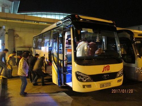 JTBのツアーバス、今回の客は12人。<br />