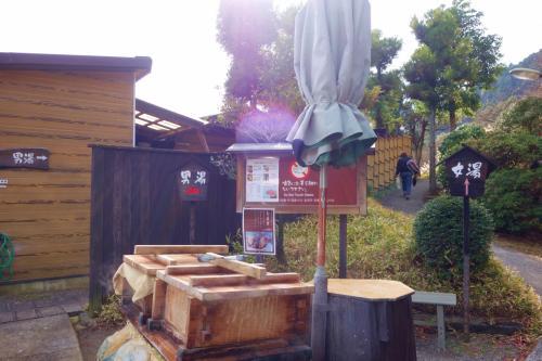 せっかくなので明礬温泉に入りたくて大露天風呂に行きました。<br />入浴料金は600円です。<br />たまたまなのかとっても空いていてほぼ貸切り状態。