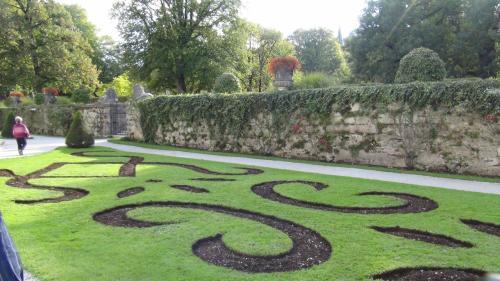 毎年10月花壇の植え替えがあるそうです。<br />曲線が優雅ですね。<br /><br /><br /><br /><br /><br />