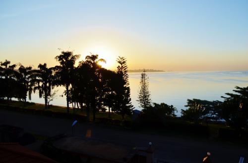 ホテルの部屋から眺めたビクトリア湖。波も穏やかで素敵だった。