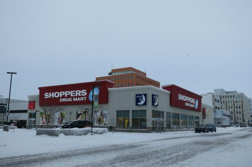 ホテルから歩いてすぐの大きなスーパー。<br />元旦から開いていて助かりました。