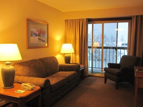宿泊は空港から10分程のソフィーステイションホテルです