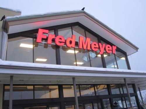 ホテルから歩いて、7~8分の所にあるフレッドメイヤーです。大きなスーパーです。