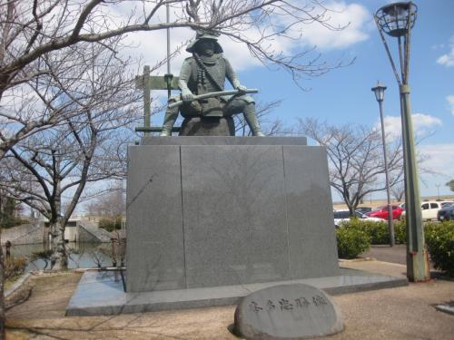徳川四天王の本多忠勝公の銅像。