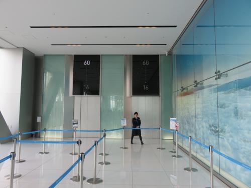 高速エレベーターにも人 お ら ん ・・・<br /><br />係りのお姉さん、大歓迎してくれました!^^<br /><br />そりゃ~1500円も払ろて乗るんやモンね~♪<br /><br />東京のスカイツリー!<br /><br />どや、空いててエエやろ~~~(爆)