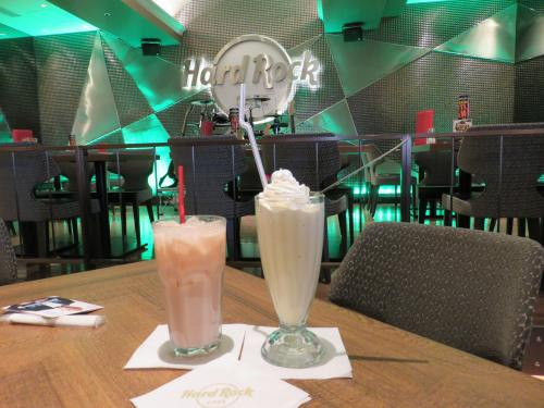 そやそや、<br /><br />一時はスゴイ人気やったアメリカンレストラン「ハードロックカフェ」<br /><br />にも行ってきましてん^^