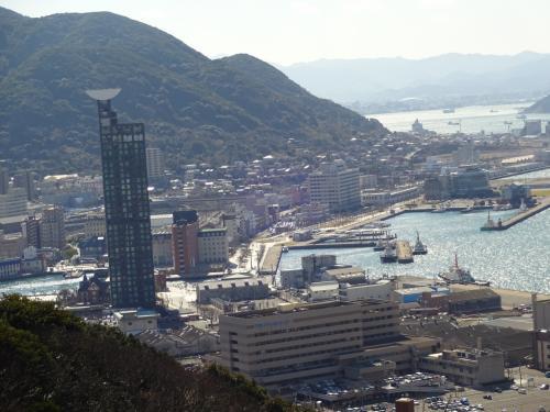 公園から見る門司港と門司の街。