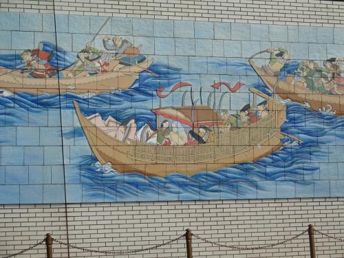 ア<br /><br />御座船に乗っているのは<br /><br />安徳天皇、建礼門院、二位の尼である。