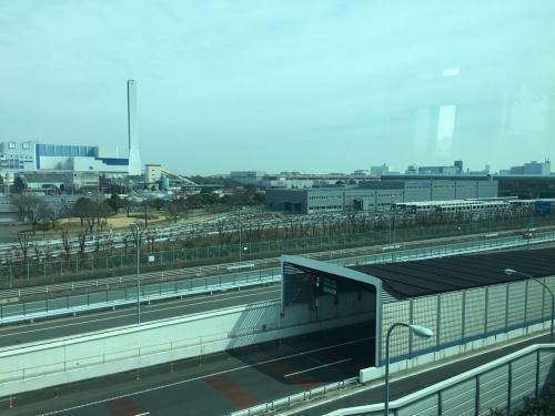 途中の車窓、こちらはシーサイドライン車庫(並木中央駅併設)。<br />八景島まではほぼ工業地帯なので、さほど見所は無いですが