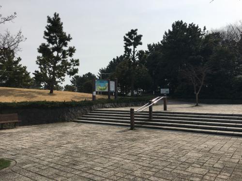 金沢文庫向かう前に駅降りてすぐ、海の公園覗いて行きます。<br />
