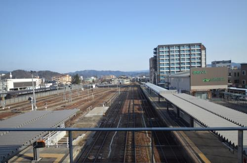 駅2階より富山方面をパチリ<br />*この後「白川郷ツアー」に参加しました。