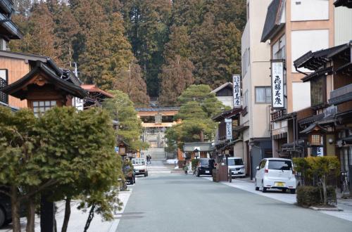 「屋台会館」が有る「桜山八幡宮」の表参道<br />*ほとんど観光客は見かけません。
