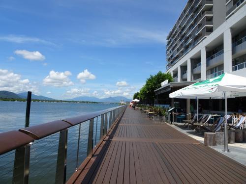 食後、ヨットハーバー付近とホテル周辺を散策しました。