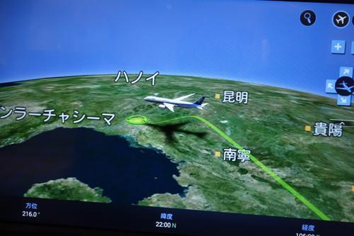 羽田空港を飛び立つと、日本列島を縦断して東シナ海を横断して、中国本土上空kらベトナムに入りました。機上でもWi-Fi(有料)で使えるようになっていますが、中国上空は、通話はできないとのこと。殆ど中国上空を飛行しますので、ベトナム線は意味がないかもしれません。