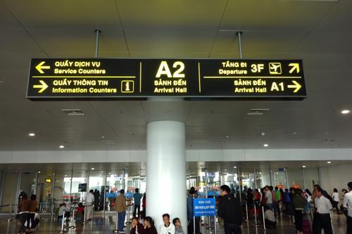 時差が2時間、6時間の飛行でした。時差が少ないのは有難いです。ノイバイ空港2番出口は、迎え客でごった返してました。