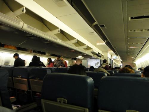 このころはまだディスプレイなしの機材も飛んでいました(B777)。