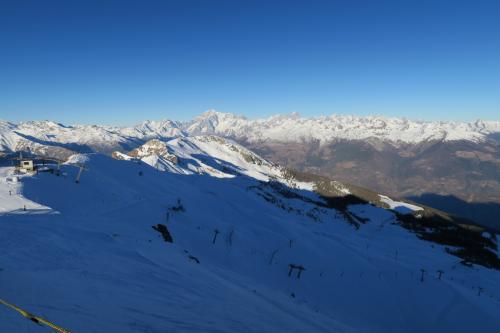 スキー場の半景が見えます。