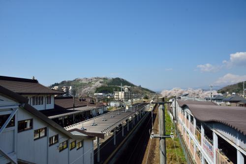 〔 船岡駅 〕<br /><br />新幹線の車内では爆睡してしまい、ふと目が覚めたら「仙台駅」到着のアナウンスが流れてました・・・乗り過ごさなくてよかった(--〆)<br /><br />「仙台駅」で東北本線(上り)に乗り換えたものの、車両トラブルか何かで遅れてしまい、目的地である「船岡駅」に到着したのが、予定より約30分遅れた9時半くらいとなりました。