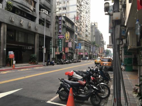 おはようございます。<br />2日目スタートです。<br />今朝も恒例の朝のジョギングからスタートです。<br />今回のコースはホテルから南下して台湾大学辺りを。その後西に向かって適当な所で北に向かってホテルに戻ります。