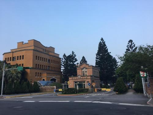 私は同じ所をグルグル走るの嫌いなんで公園を後に南下します。<br />そのまま南下すると台湾大学があってそこのトラックにもお邪魔しようとしましたが改修中…。<br />仕方がないので更に南下。<br />台湾師範大学までやって来ました。<br />ここは(台湾)中国語の言語センターがあり、日本人を含め多くの外国人が通われているみたいです。