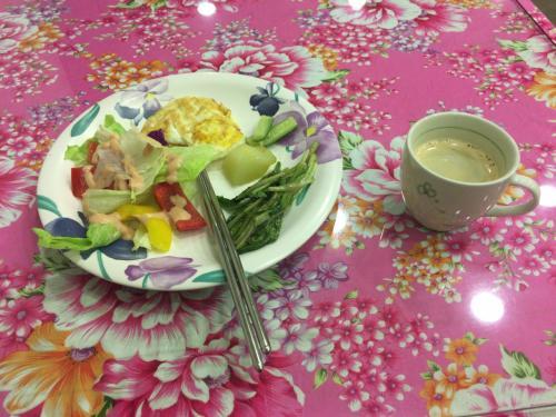 何も食べずに出て行くのも何なので、不足しがちであろうサラダとコーヒーだけ頂きました。<br />よって味の感想は無し!w