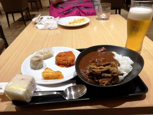 そして<br />腹ごしらえ。<br />メインは牛丼カレーライスとビール!<br />たいへんおいしゅうございました!