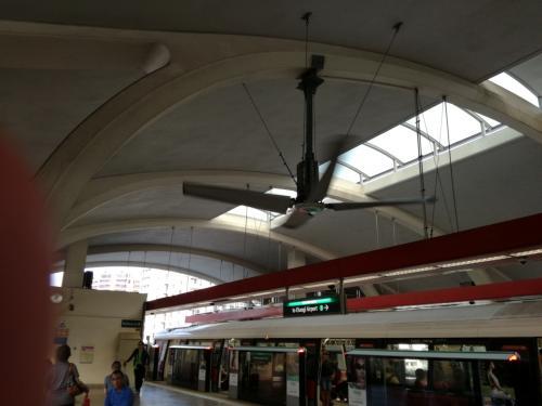 乗り換えの<br />タナメラ駅。<br />もうすっかり<br />おなじみになりました。