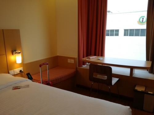 今回のホテルは<br />2度目の宿泊<br />イビスシンガポールオンベンクーレン。<br />朝の8時ぐらいに到着したのですが、<br />チェックインさせてくださいました。<br />レッドアイフライトの身には<br />とてもありがたい!<br />感謝です。
