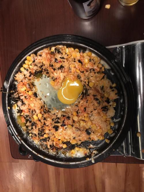 締めはとびっこ入のキムチチーズチャーハン<br />ハートの形に卵を投入<br /><br />美味しかった満足。