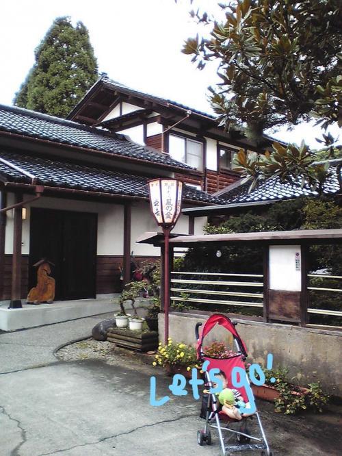 3日目。安曇野穂高ビューホテルをチェックアウトし、富山に向かいます。<br />松本からはひたすら山道。穂高連峰を見ながらご機嫌ドライブ。<br />途中クマ牧場に立ち寄って遊び、夕方前に越中八尾に到着しました。<br /><br />今日から2泊は親戚の家にお世話になります。<br />風の盆の雰囲気を味わうためにまずはお散歩。<br />いってきまーす。
