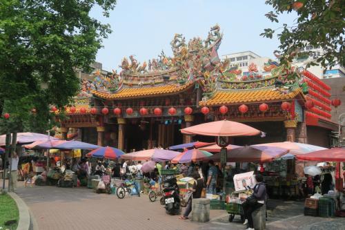 双連駅近くの廟。